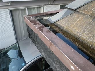 三鷹市で箱樋が雨漏りの原因になっているので外付けの雨樋に造り変えます