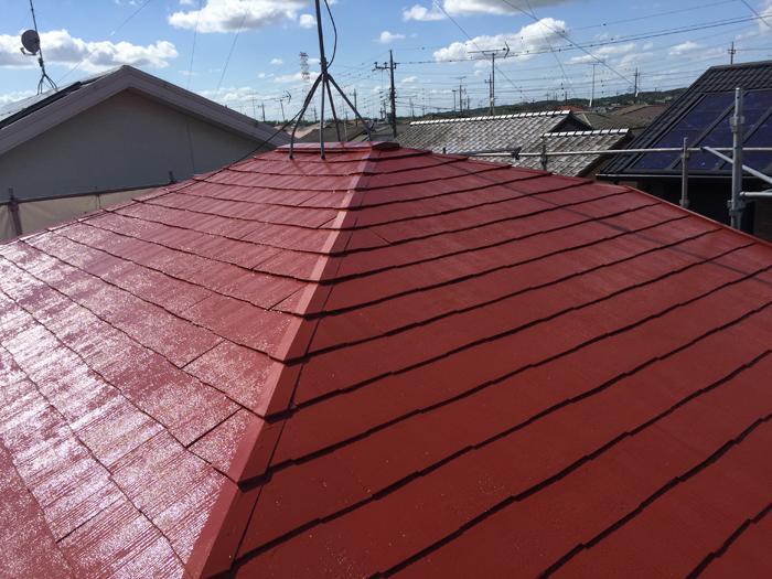 多摩市でスレート屋根を赤さび色のシリコンベストで屋根塗装