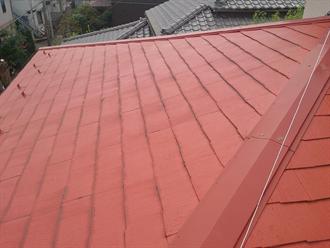 赤いスレート屋根