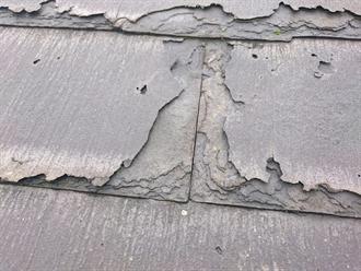 日野市にて屋根葺き替え工事をご検討中のニチハ「パミール」の経年劣化を調査