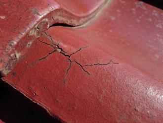 立川市にて外壁塗装と和(陶器)瓦の無料点検を実施、ヘアクラックは下塗りフィラーで補修できます