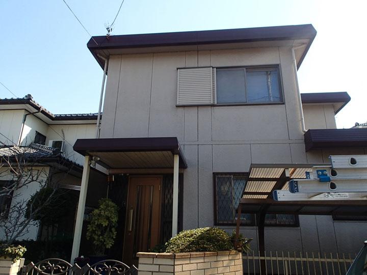 折板屋根の戸建て