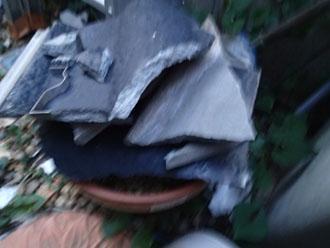 台風の影響? 小金井市でセメント瓦が落下し、破損