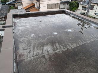 陸屋根へのウレタン防水施工前