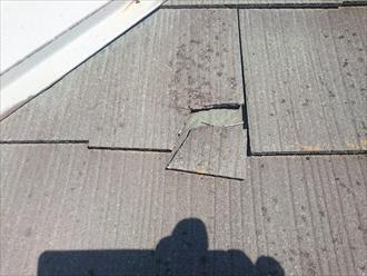 欠けているスレート屋根