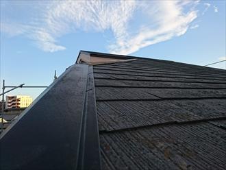棟板金も飛んでいて塗装と一緒に交換工事します