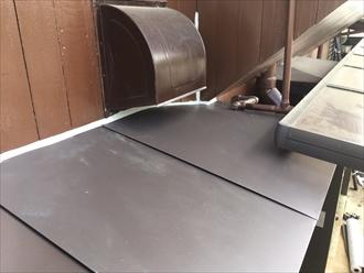 庇の屋根板金工事