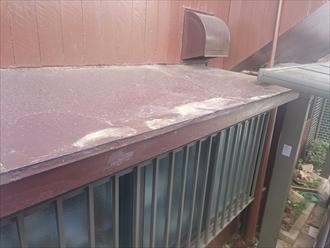 多摩市桜ケ丘で傷みが出ていたトタンの庇をガルバリウム鋼板で張り替えます
