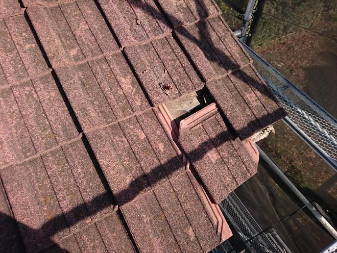 小金井市東町にて台風でセメント瓦葺きの屋根から瓦が落下、葺き替えで直します