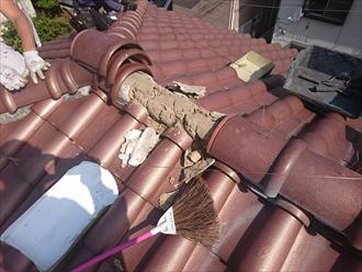 小金井市で瓦屋根の漆喰(しっくい)の剥がれを棟瓦からを外して直します