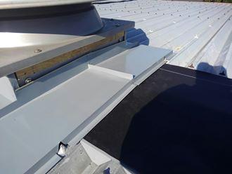 棟とベンチレーターの取り合い処理