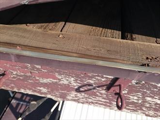 三鷹市にて強風で捲れたトタン屋根を部分的に葺き替えて補修