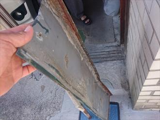 落ちてきた屋根の板金