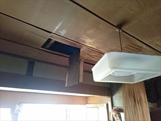 剥がれた和室の天井