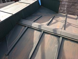 屋根はトタンの瓦棒葺き