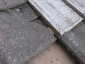 割れたセメント瓦が雨漏りの原因