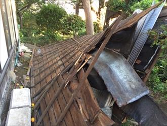 台風で屋根が落ちた