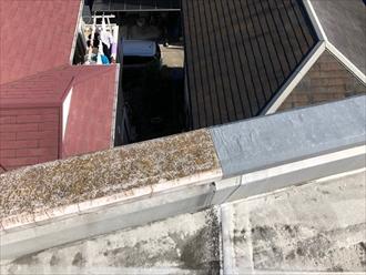 府中市で陸屋根調査、パラペットの天端(笠木)の劣化は雨漏りに繋がります