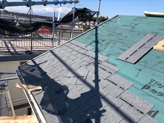 屋根カバー施工中