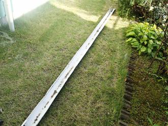 小金井市本町 庭に雨樋が落ちていた