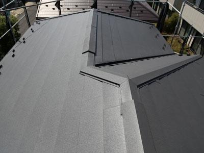屋根カバー工法でスーパーガルテクトの屋根に変身