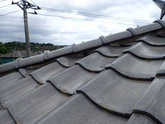 棟を取り直す前の瓦屋根