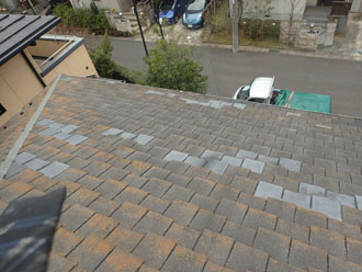 色が違う屋根材