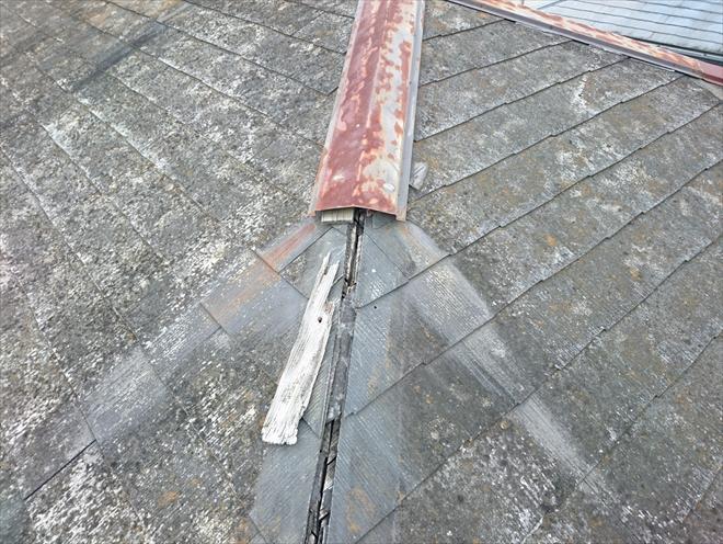 下地から剥がれた棟板金