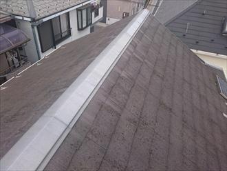 シンプルな切り妻のスレート屋根