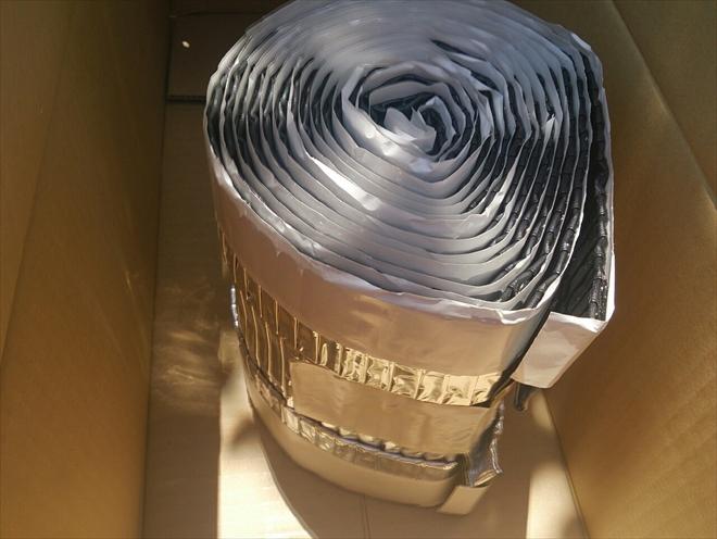 三鷹市井の頭で洋瓦の棟を乾式工法のハイロールで取り直し工事中です