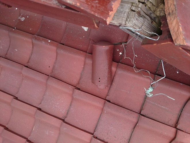 稲城市矢野口で台風の強風により瓦が落下した屋根を火災保険で直します