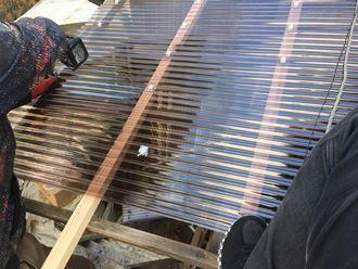 文京区千駄木で台風被害の塩ビ波板屋根を丈夫なポリカ波板に貼り換え工事