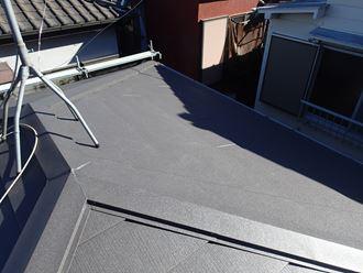 板橋区若木にてスーパーガルテクトによる屋根カバー工事で雨漏り解消、屋根の色はシェイドチャコール