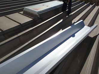 江東区新砂で工場の折板屋根の補修をカバー工事で実施