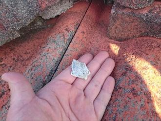 稲城市平尾で廃盤となったセメント瓦の屋根を葺き替えてガルバリウム鋼板製へと変更