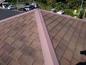 スレート葺きの方形屋根