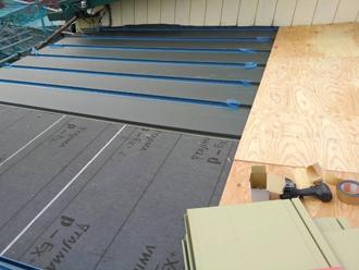 小金井市緑町で雨漏りしている屋根をアールロックによる屋根葺き替え工事