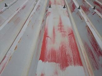 下の塗装が透けています