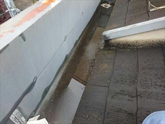 屋根は箱樋の造りになっています