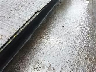 箱樋の流れも悪く雨漏りしています