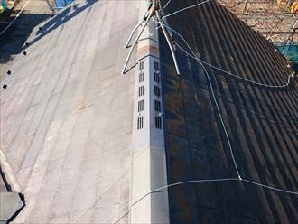 稲城市矢野口で調査したスレート屋根は、塗装工事と一緒に棟板金交換が必要