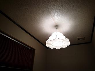 照明器具から雨水が垂れてきます