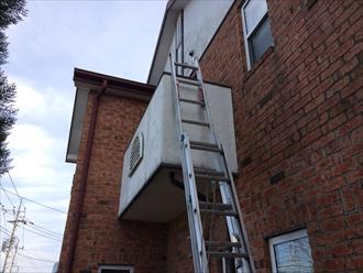 屋根に上がります
