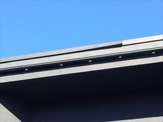 国分寺市戸倉で強風被害にあった屋根の調査、棟板金の剥がれとスレートの欠損が発生