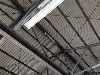 工場屋根棟材の破損