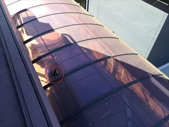 樋隠し落下によるカーポート屋根破損