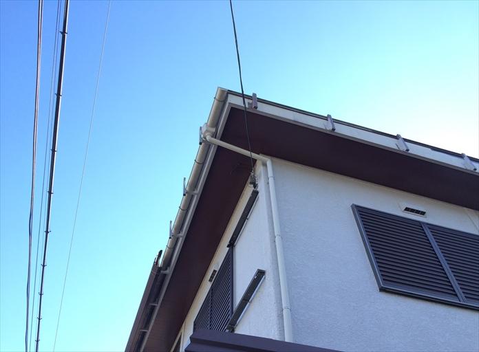 三鷹市深大寺で樋隠しとカーポート屋根が強風により飛ばされました