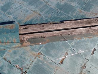 府中市西原町 貫板が腐食している棟板金