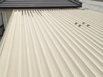 狛江市中和泉 雨漏りしている折板屋根