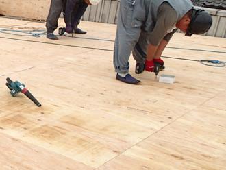 八王子市川町 工場の屋根葺き替え工事 野地板交換